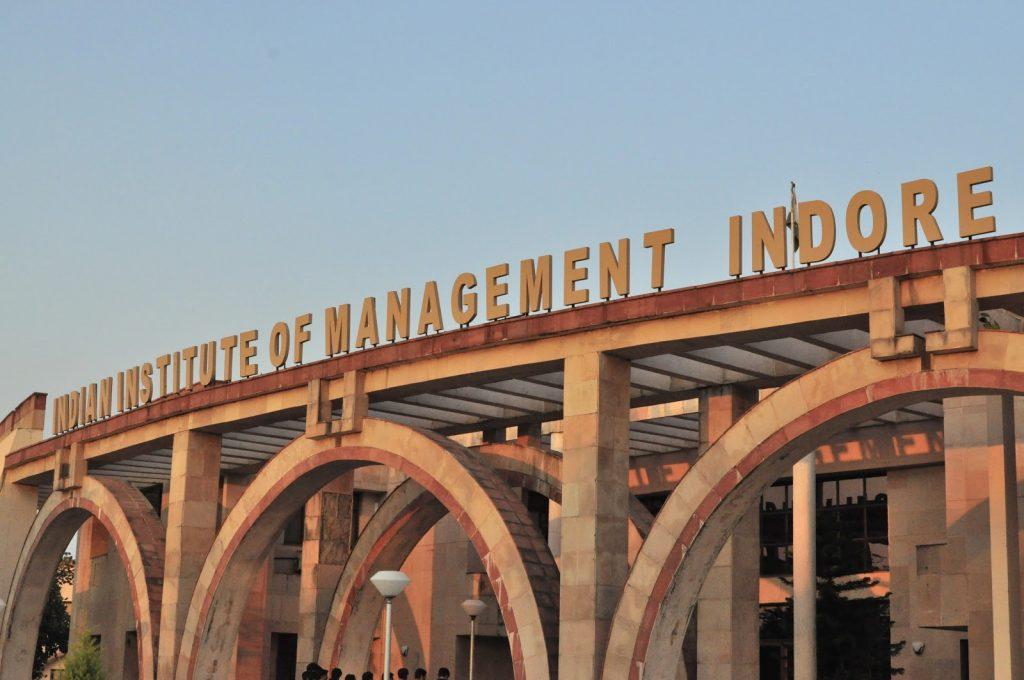 IIMINDORE-Building-insideiim