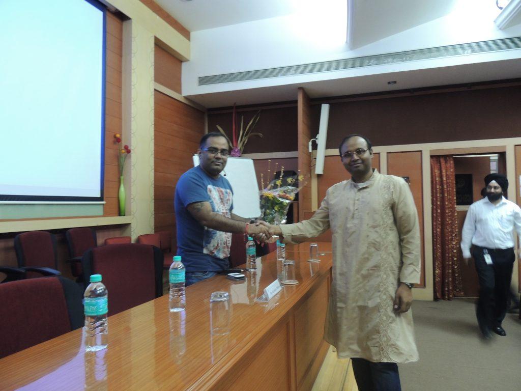 PGP Mumbai Chair, Prof. Shubhabrata Basu welcoming Mr. Kavindra Mishra